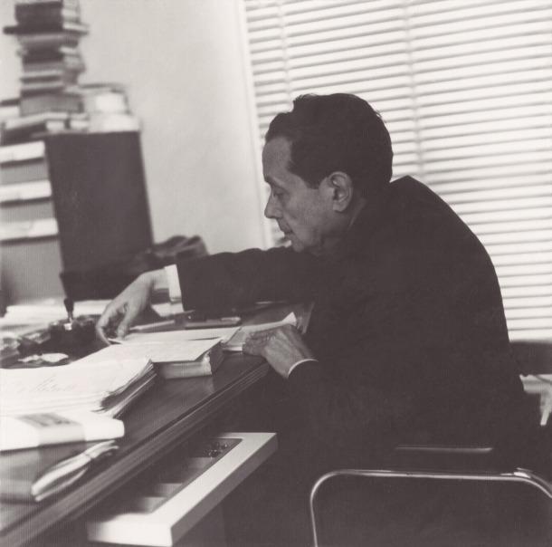 Jaume Aymà, a les oficines de la seu barcelonina d'Editorial Andorra, que estava al nñumero 73 del carrer Verdi.