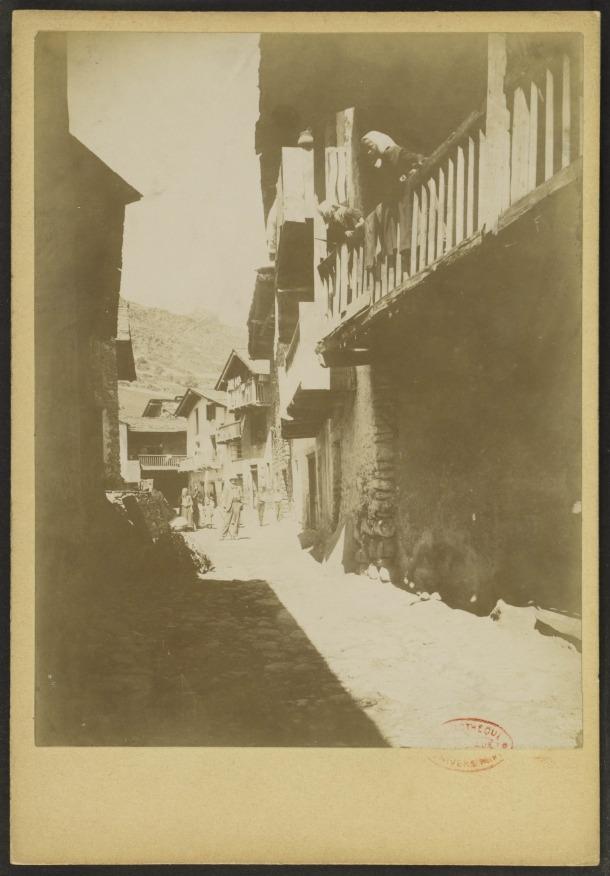 Carrer major de la Mosquera, posem que cap al 1900.