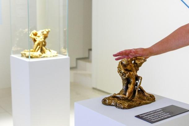 'La primavera', de Rodin, amb la còpia en primer terme.