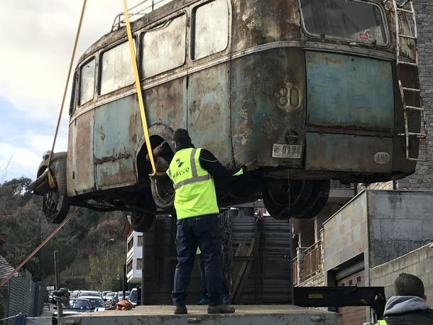 El vehicle, quan va ser exhumat del solar de Fontaneda, el 2018, i ahir, al COEX.