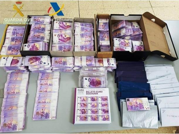 El material numismàtic o de col·leccionista que van confiscar els agents de la guàrdia civil a la duana de la Farga de Moles.