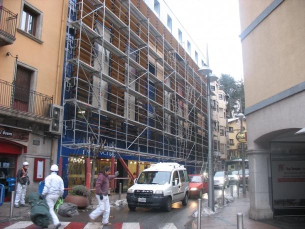 Andorra, la Llacuna, façana, finestres, plafons, manteniment