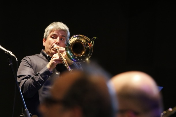Barceló, trombó enlaire, a l'assaig general de l'edició de l'any passat del concert de la Grossband. Aquesta tocarà un parell de peces al piano i se centrarà en la direcció.