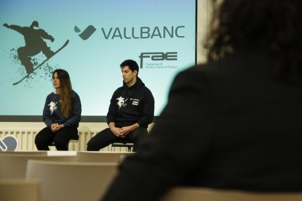 Lluís Marín i Maeva Estévez, a la roda de premsa de Vall Banc per l'acord de patrocini.