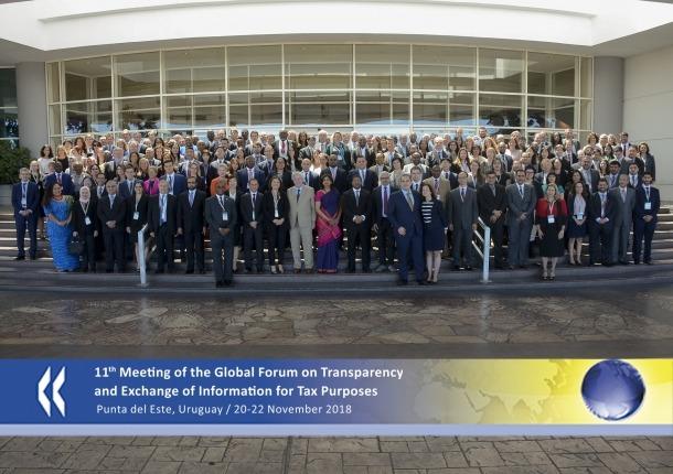 Els participants en el Fòrum Global reunits després de la sessió de treball per a la tradicional foto de família.