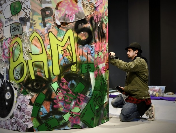 L'artista massanenc dona els últims retocs a una de les instal·lacions de 'Future is Now', i entrada del pavelló andorrà a Santa Maria della Pietà, a tocar de la plaça de San Marco.