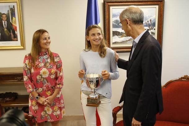 Vicky Jiménez amb el cap de Govern i la titular de Cultura, Joventut i Esports.