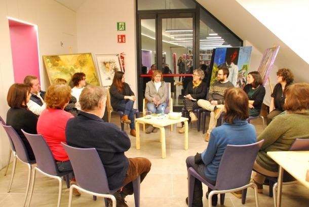 La novel·lista encampadana, ahir a la biblioteca comunal d'Ordino.