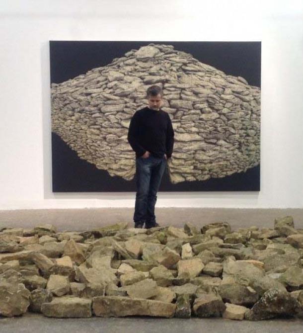 Fulla, amb una de les obres del projecte sobre la pedra seca.