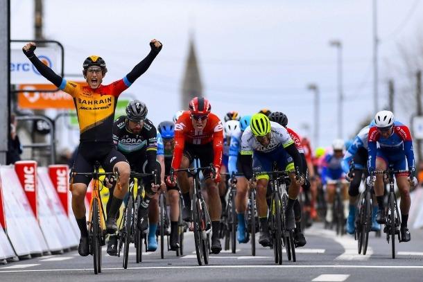 El ciclista resident de l'equip Bahrain Merida, Iván García Cortina, s'imposa a Sagan a la París-Niça.