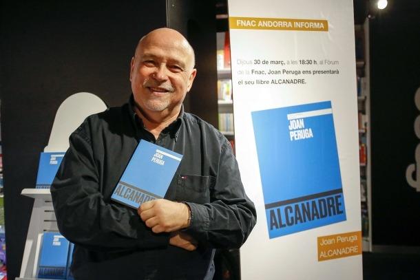 Joan Peruga, en la presentació d''Alcanadre', el març del 2016, la seva quarta i última novel·la (Foto: Jonathan Gil).