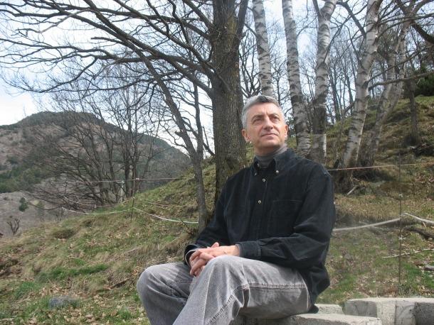 Manel Gibert participa a 'Llum a les golfes' amb haikus d''A l'ombra del solstici'; Antoni Caus, de 'Repetició i diferència'.