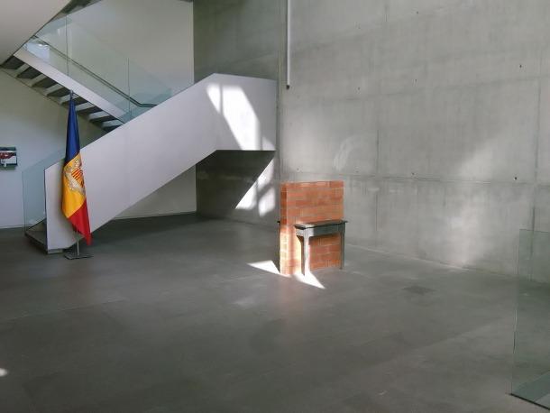 'Incomunicació' es va instal·lar el setembre del 2016 a l'entrada del Consell General per Lídia Armengol; fins al febrer d'aquell any havia estat a la placeta de l'STA.