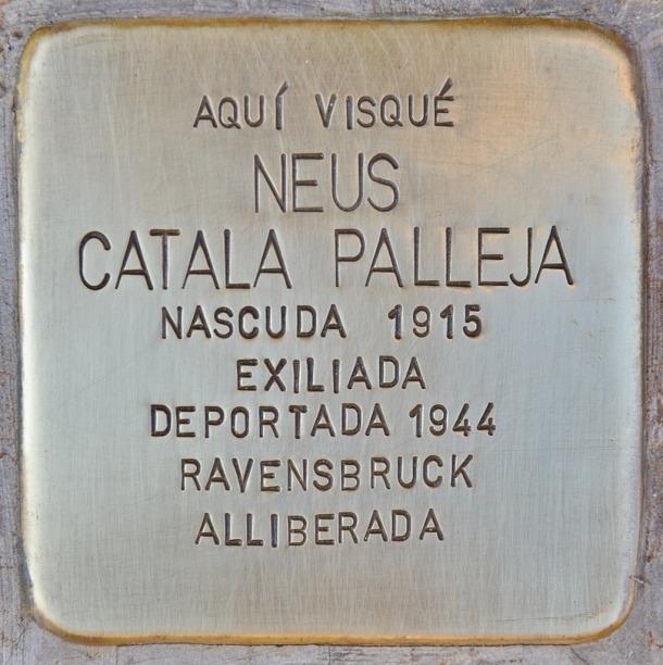 Stoperstein en homenatge a Neus Català plantada al gener davant de casa seva als Guiamets: Català va sobreviure al camp de Ravensbruck, on va ingressar el 3 de febrer del 1944.