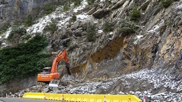 Màquina treballant a la boca nord del futur túnel de Tresponts.