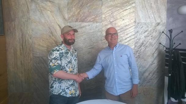 Richard Imbernón i el president de l'FC Andorra, Albert Ferré, van oficialitzar ahir el fitxatge del tècnic.