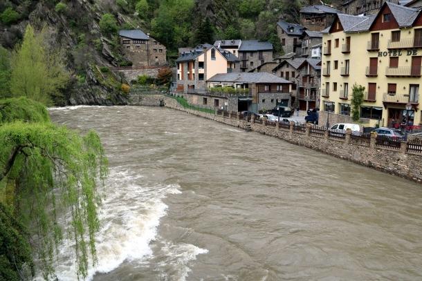 El riu Noguera Pallaresa al seu pas per Llavorsí.