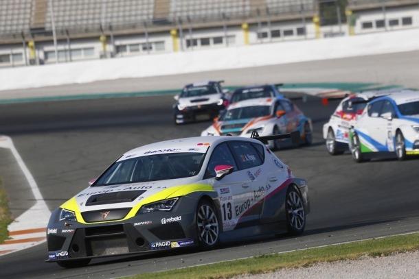 Amàlia Vinyes en un moment de la cursa disputada al Circuit Ricardo Tormo.