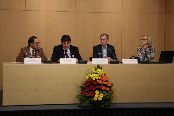 Els participants en la xerrada ahir sobre el càncer infantil.