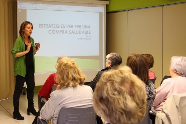 Un moment de la xerrada que va oferir a L'espai la dietista Marta Pons.