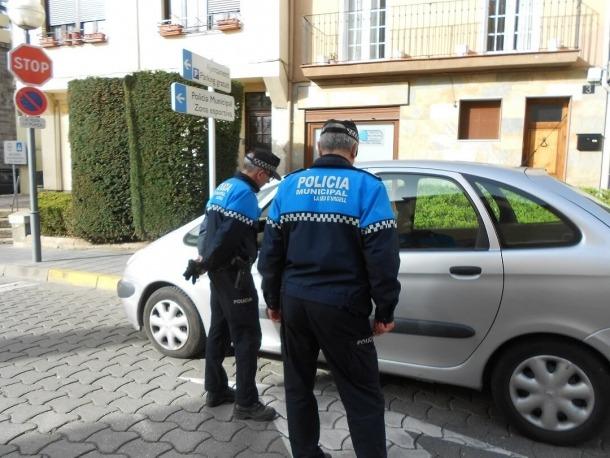 Agents de la policia local en una actuació a la Seu d'Urgell.