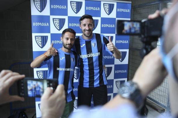 Ludo Clemente i Fede Bessone amb la samarreta de l'Inter Club Escaldes.