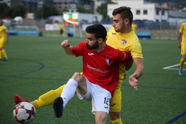 L'Inter Club Escaldes va perdre contra la UE Santa Coloma i juga amb foc.