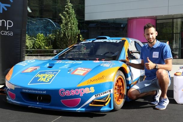 Edgar Montellà amb el seu nou vehicle de competició.
