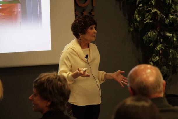Berta Brusilovsky en un moment de la xerrada