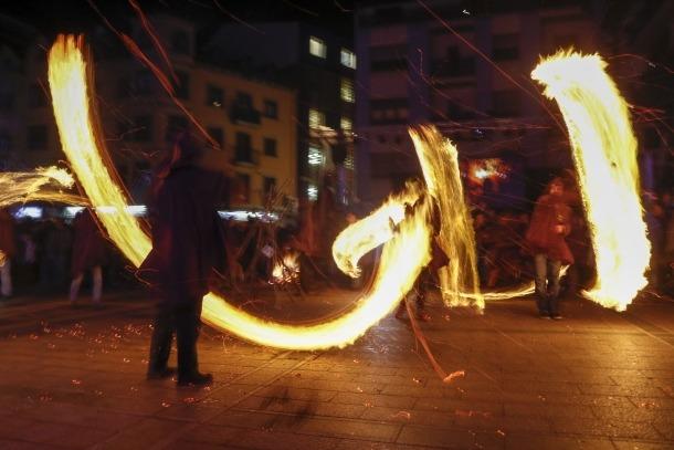 Cremada de falles a la plaça de les Arcades, el desembre del 2015 amb motiu de la declaració de patrimoni de la humanitat.