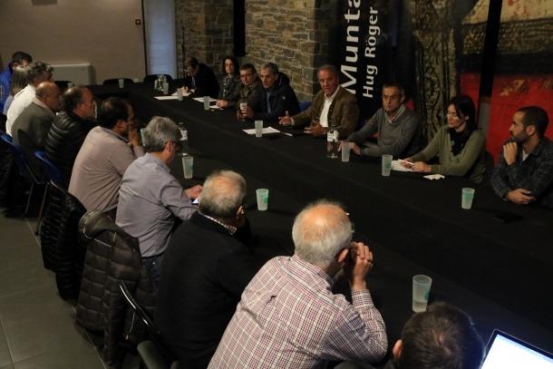 Els alcaldes del Pallars Sobirà en una reunió divendres passat.