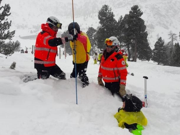 Un moment del taller sobre les allaus celebrat el mes de gener gener.