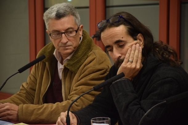 La traducció de 'An Island in the Sky', de Kirkup, estrena oficialment el RosaledaManel Gibert, autor de la introducció, i Txema Díaz-Torrent, traductor, al Rosaleda.