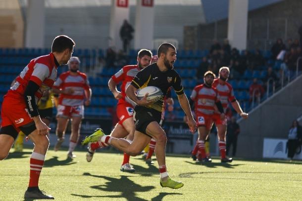 Ramas Jinashvili, del VPC Andorra, en l'últim assaig del primer temps contra el Tarascó.