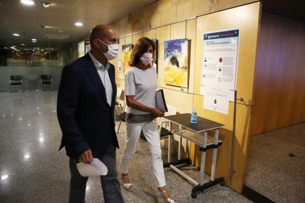 El ministre de Salut, Joan Martínez Benazet, i la titular d'Educació, Ester Vilarrubla, en la compareixença d'ahir.