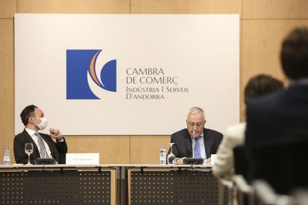 Xavier Espot i Miquel Armengol en la presentació de l''Informe econòmic 2019' de la Cambra de Comerç, Indústria i Serveis.