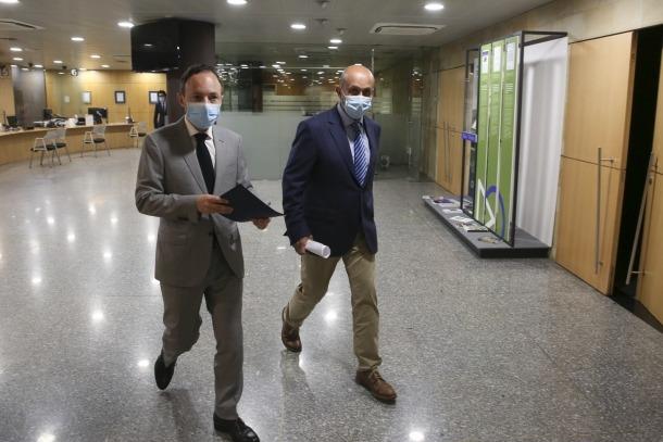 Xavier Espot i Joan Martínez Benazet moments abans d'iniciar la roda de premsa d'aquesta tarda.