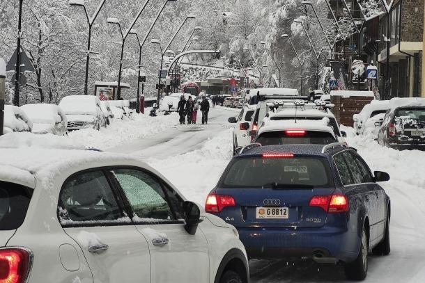 Vehicles atrapats a la Massana en el col·lapse circulatori que va tenir lloc al matí de baixada cap a la vall central.