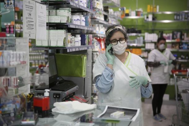 Les farmàcies esperen tenir mascaretes per a la població de no-risc aquesta setmana.
