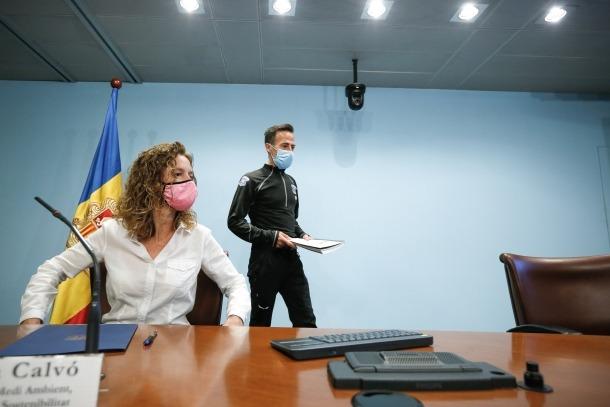 La ministra Sílvia Calvó i el director del cos de banders, Ferran Teixidó, van presentar la modificació de la llei del cos.
