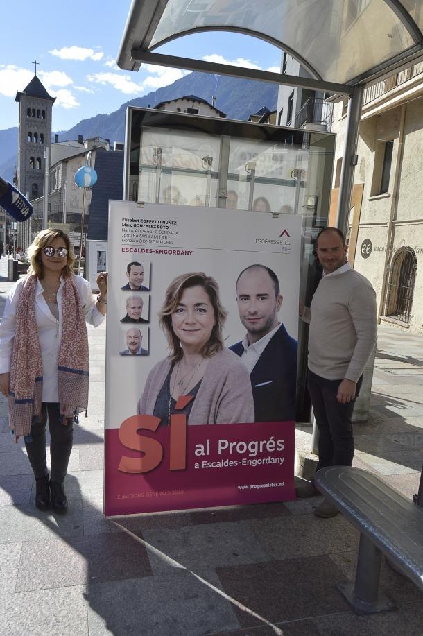 Els candidats d'SDP van estar acompanyats per la plana major de la formació.