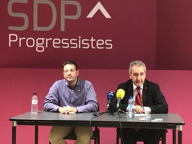 Donsión i Bartumeu durant la compareixença davant dels mitjans, ahir.