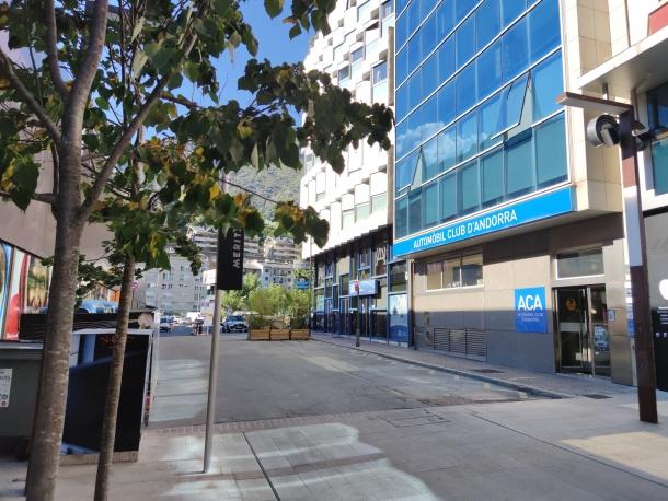 El carrer Babot Camp, on hi ha un dels edifics afectats per l'onada de furts.