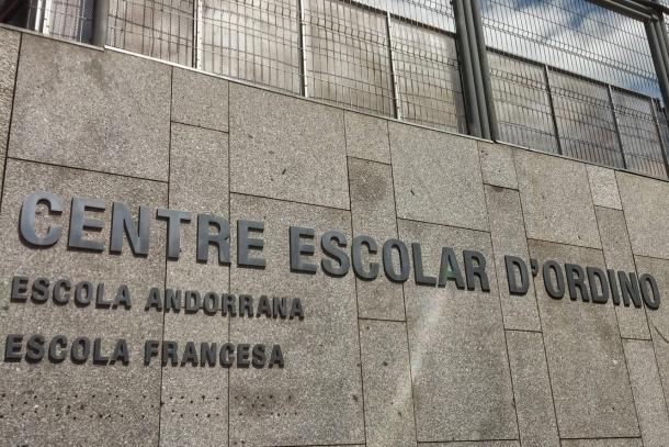 La façana de l'escola francesa d'Ordino.