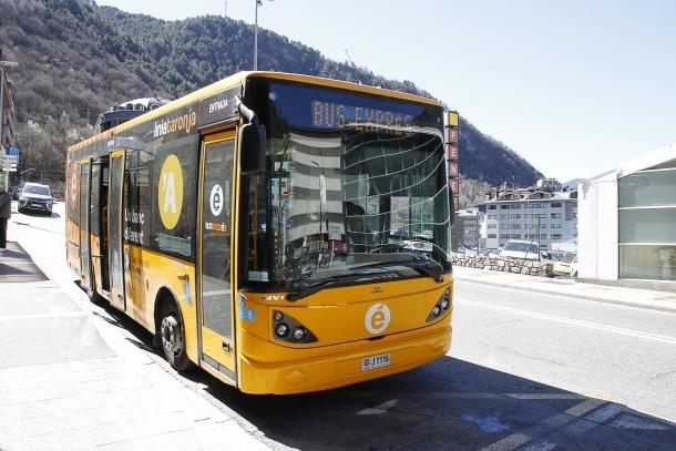 Un autobús que cobreix actualment les línies de transport públic intern.