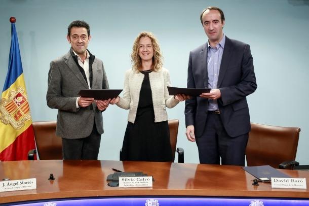 Josep Àngel Mortés, Sílvia Calvó i David Baró van signar ahir a la tarda el conveni de col·laboració.