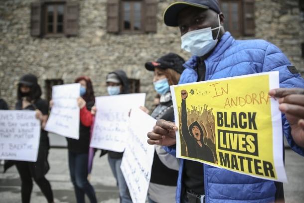 Els manifestants portaven pancartes amb el lema 'Les vides negres importen'.