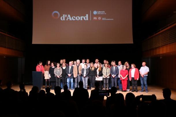 Els candidats de les llistes territorials de d'Acord, ahir a l'Auditori Nacional.