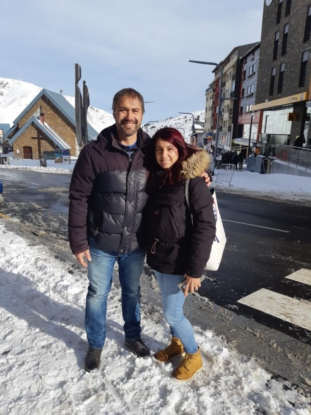 David Rios i la candidata número 9, Sonia Ferrera, ahir al Pas de la Casa.
