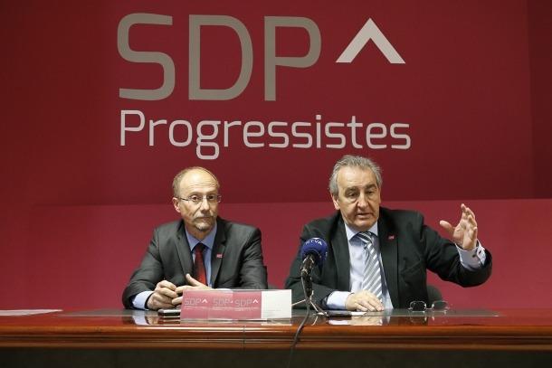 Naudi i Bartumeu en una roda de premsa anterior a la seu d'SDP.